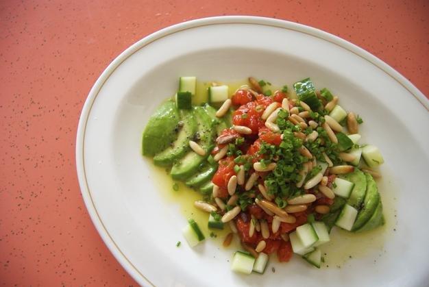 FoodLA_SwanRoseandSonssalmontartareNataliaManzocco_px626.jpg