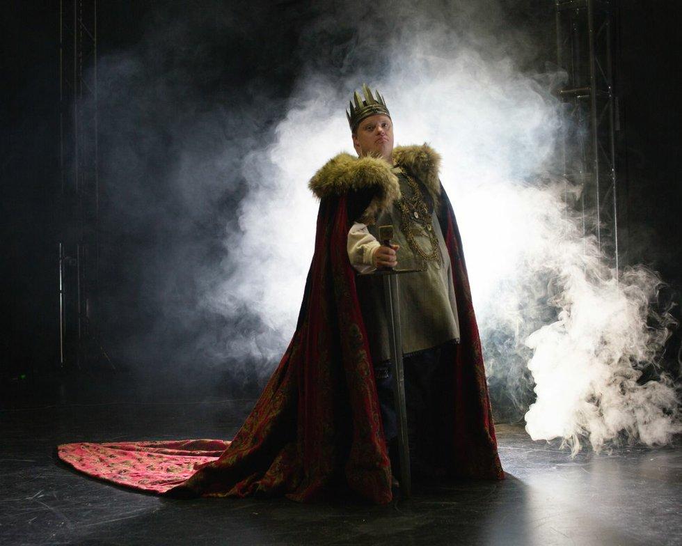 LUMINATO-2017-King-Arthur-s-Night-Photo-by-Tristan-Casey-Niall-McNeil-in-King-Arthur's-Night-2.jpg