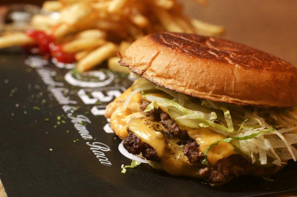 Resto Boemo burger 2.jpg
