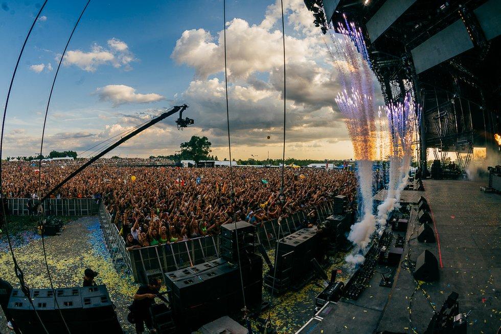 Crowd_NDK Images.jpg