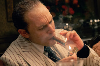A photo of Tom Hardy in the movie Capone
