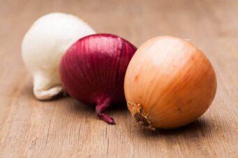 A photo of onions
