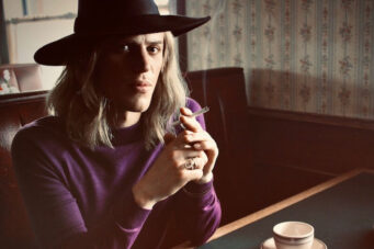 A photo of Johnny Flynn in the David Bowie biopic Stardust