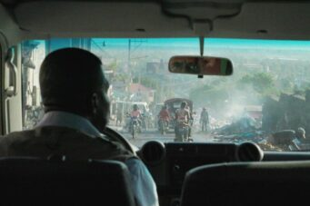 A still image from the movie zo reken from inside a car looking out the windshield