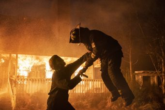 A still of Michael Meyers doing his thing in Halloween Kills